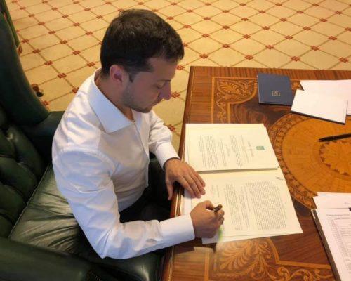 Володимир Зеленський підписав закон про встановлення процедури імпічменту Президента України.