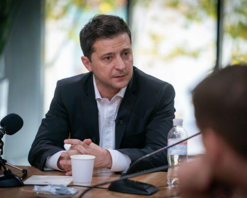 Президент Володимир Зеленський звільнив директора Державного бюро розслідувань Романа Трубу.