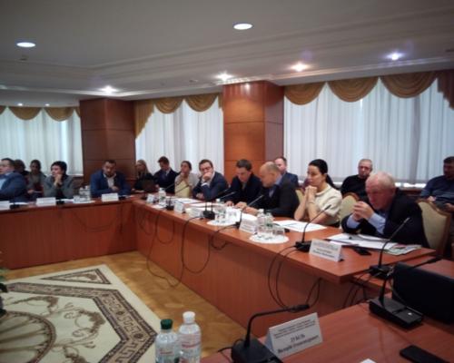 Комітет з питань здоров'я нації, ініціює проведення парламентських слухань.