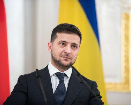 Питання війни на Донбасі маємо вирішити лише дипломатичним шляхом – Володимир Зеленський.