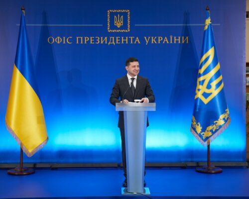 Треба зробити все, щоб українські вчені змогли реалізувати себе на рідній землі – Президент.