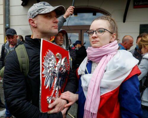 У Варшаві поліція розігнала антикарантинний протест: застосовувався сльозогінний газ, майже 400 затриманих.