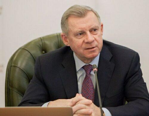 """Голова Нацбанку написав заяву про звільнення через """"політичний тиск""""."""