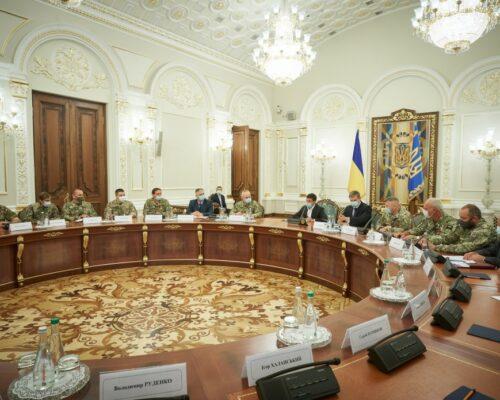 Президент на зустрічі з резервістами: Україні пощастило мати таких героїв.
