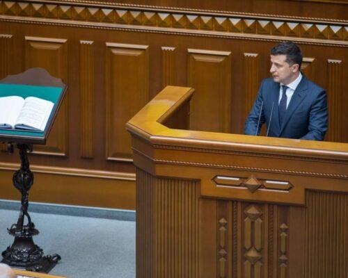 Володимир Зеленський узяв участь в урочистому засіданні Верховної Ради з нагоди 30-ї річниці ухвалення Декларації про державний суверенітет України.