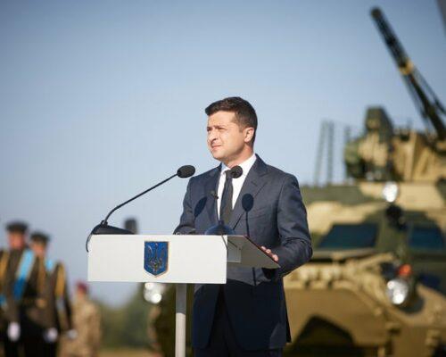 Зеленський взяв участь у церемонії підняття Державного прапора.