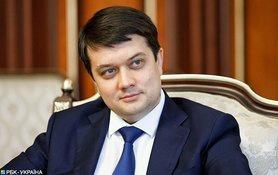 Конституційна криза: комітет Ради підтримав законопроєкт Разумкова, Зеленського – не розглядав.