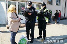 Майже 90% українців використовують захисні маски.