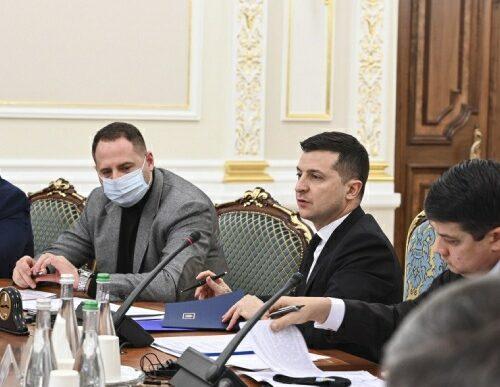 Зеленський відсторонив главу КСУ на два місяці.