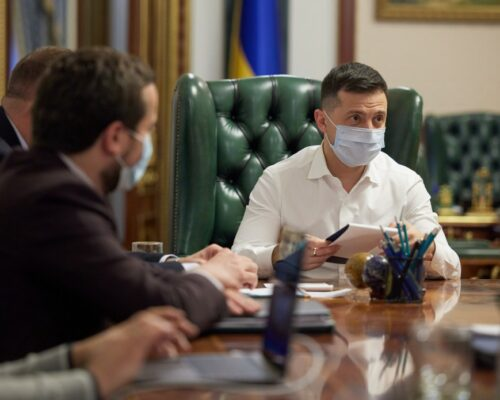В Україні немає загрози свободі слова та медіа-бізнесу – Володимир Зеленський на зустрічі з керівниками провідних телеканалів.