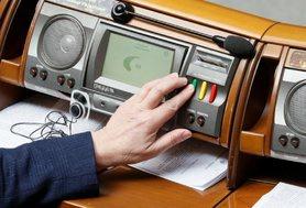 """Нардепу вперше повідомлено про підозру за """"кнопкодавство"""" у Раді."""