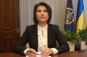 Другий місяць генпрокурор України Ірина Венедіктова блокує вручення підозр у справі про виведення грошей з Приватбанку його колишніми власниками.