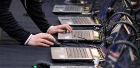 В інформаційній війні проти України застосовуються цілі батальйони інтернет-тролів. Це є одним з елементів гібридної війни.