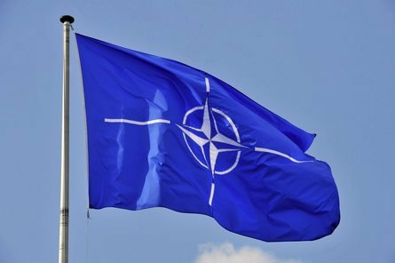 НАТО визнало шпигунами і позбавило акредитації 8 членів представництва Росії .