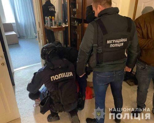 Правоохоронці блокували канал нелегальної міграції іноземних «студентів» до України.
